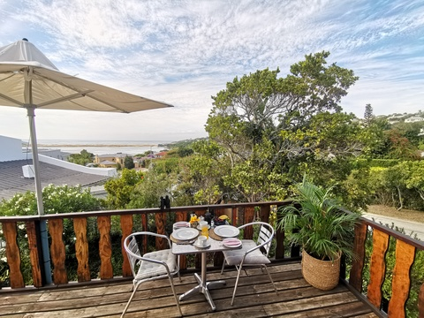 Breakfast with Lookout Beach & Plett Lagoon views